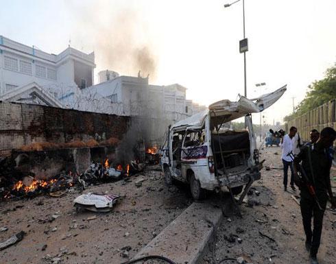 17 قتيلاً بانفجار سيارتين مفخختين وإطلاق نار في مقديشو