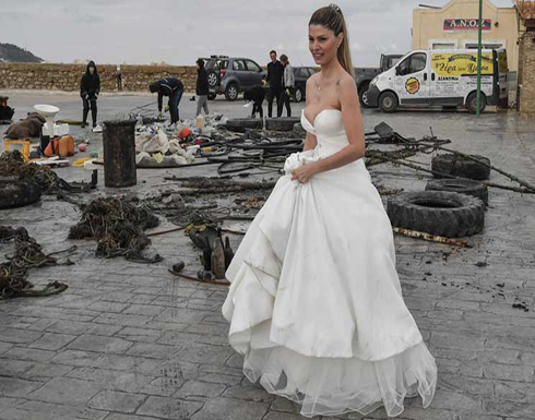 بالصور : عروس يونانية تلتقط صوراً أمام النفايات للتذكير بخطورتها