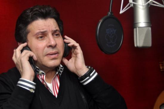 هاني شاكر يمنع مطرب مصري شهير من الغناء... كيف ردّ الأخير؟!