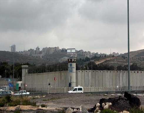 3 أسرى فلسطينيين يضربون عن الطعام بسجون إسرائيل