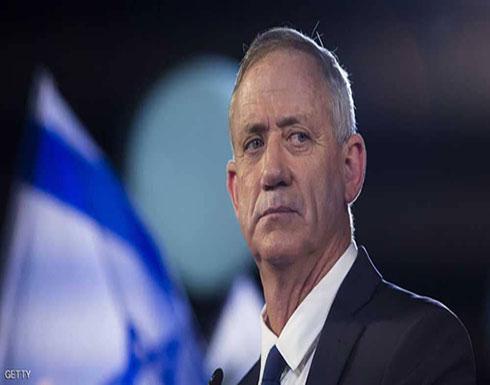 منافس نتانياهو يلمح إلى انسحاب جزئي من الضفة الغربية