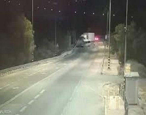 بالفيديو : تصادم مروع قتل خلاله 6 عمال فلسطينيين
