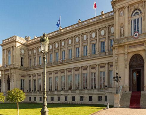 فرنسا تعارض فرض عقوبات أمريكية على ظريف