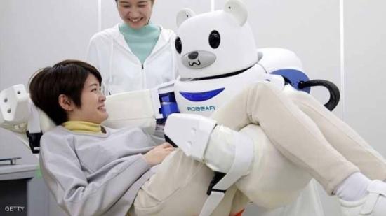 """الروبوت """"أهم مرافق"""" لكبار السن في اليابان"""