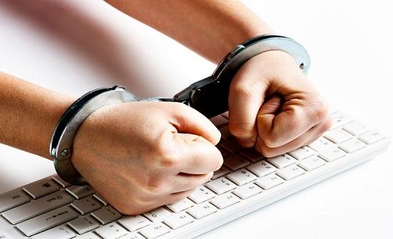 شاهد : منصور يهاجم هيئة الاعلام ويدعو لالغاء مقترحاتها حول المواقع والانترنت