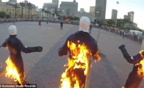 ٣٢ شخصًا يشعلون النيران في أنفسهم ( فيديو وصور)