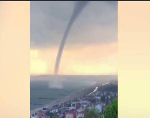 """""""إعصار بحري"""" يثير الذعر في إسطنبول"""