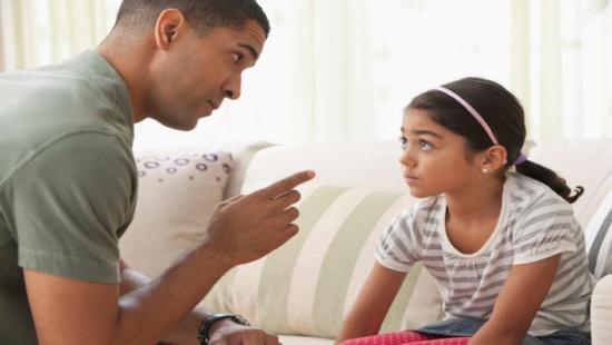 علامات تكشف تعرض طفلك للتنمر.. كيف تتصرف؟
