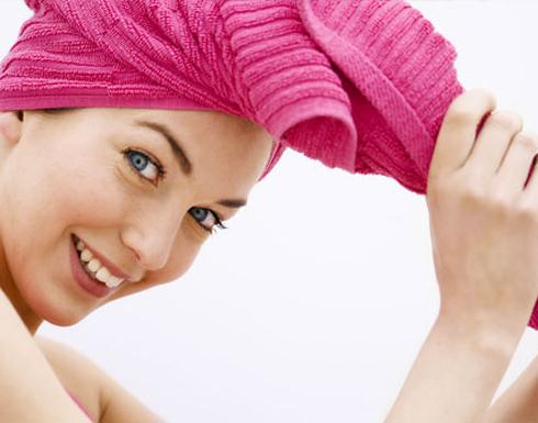 7 طرق لغسل شعركِ من دون استخدام الشامبو