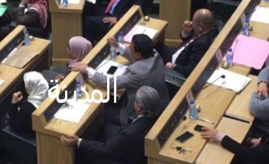 نواب مادبا يطالبون الطراونة بإصدار بيان يدين هتافات الحراك