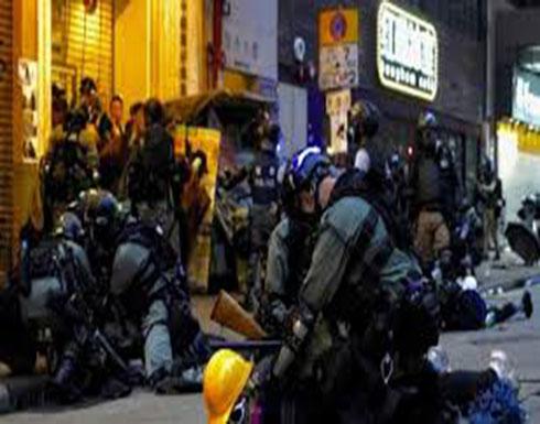 شاهد : مواجهات عنيفة بين محتجين وقوات الشرطة في هونغ كونغ