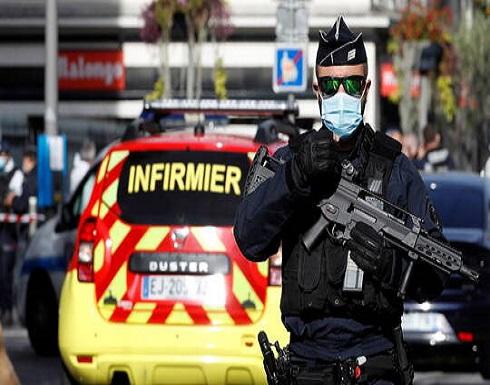 بعد يوم من هجوم نيس.. القبض على رجل هدد شرطيين بسكينين في باريس