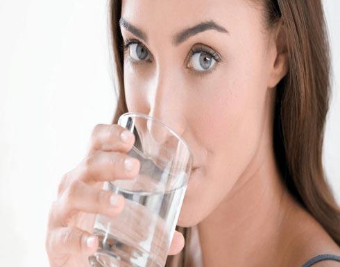 إعرفوا كيف يجب أن تشربوا الماء لتخسروا الوزن