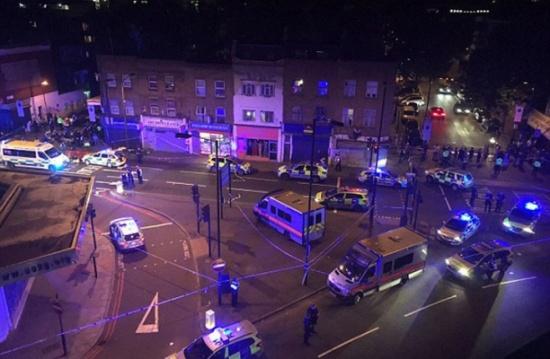 قتيل وتسع إصابات بعملية دهس مصلّين أمام مسجد بلندن .. صور وفيديو