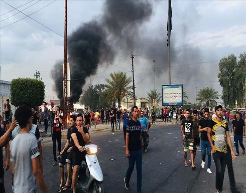 """العراق.. العشرات يضرمون النيران بمقر فصيل مسلح في """"ذي قار"""""""