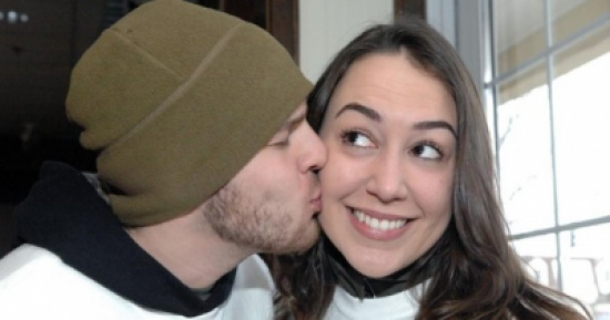 قبلة تؤدي إلى فقدان السمع فاحذروها!