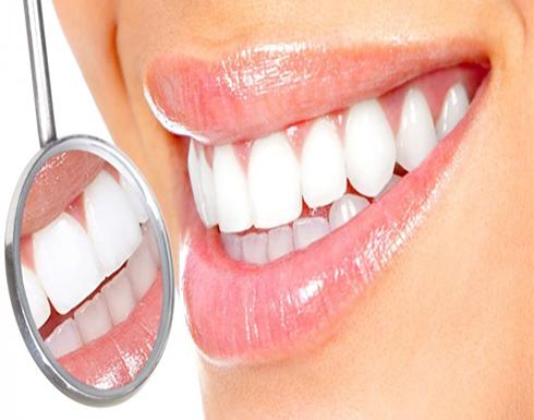 تبييض الأسنان .. 9 طرق منزلية من غير فحم