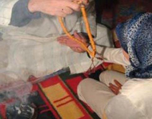 فيديو .. ضرب وجلد 5 سيدات متهمات بممارسة السحر والشعوذة