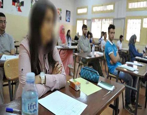 لقطات لمُدرسة تسحب طالبة من شعرها داخل فصل (فيديو)