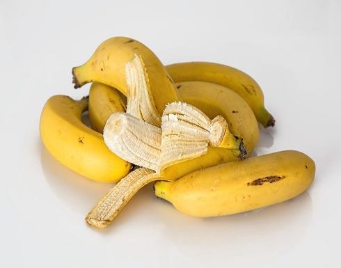 تخفّف الوزن ولها فوائد مذهلة.. لن ترموا قشور الموز بعد اليوم