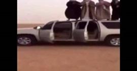 بالفيديو.. سعوديون يرقصون أعلى سيارة تسير دون قائد