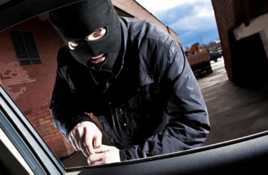 سرقة سيّارة ظهراً والعثور عليها عصراً