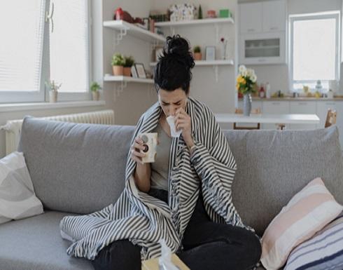 """كيف تختلف أعراض """"كوفيد-19"""" عن الحساسية والبرد والإنفلونزا!"""