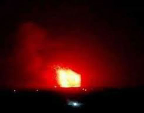 بالفيديو :انفجارات في مستودعات أسلحة تهز محيط مطار حلب