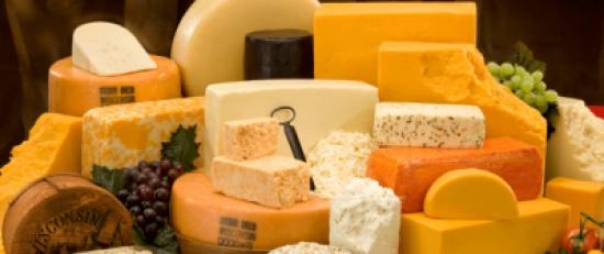 تناول الجبن يحدد ما ستراه أثناء نومك.. 5 أشياء تتحكم في أحلامك الغريبة