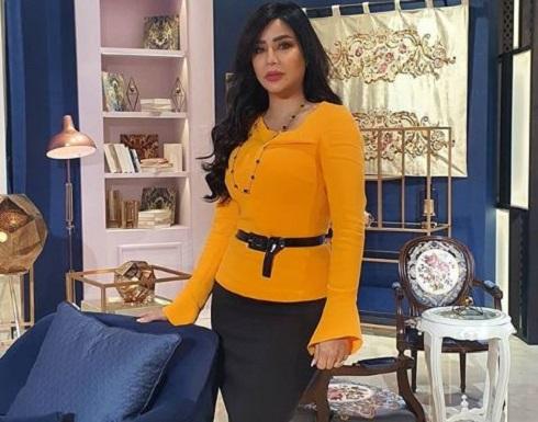 لجين عمران تفاجئ متابعيها بإطلالة جريئة من السيارة .. شاهد