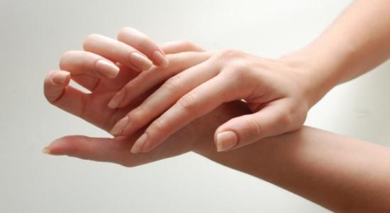 انتبهي.. الأيدي تنقل لك الأمراض!