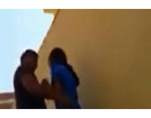 عربي يرتكب «فعل فاضح» مع فتاة في الشارع والأمن يواصل البحث عنه