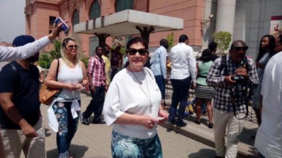 """""""شاهد"""": عمرو أديب معلقا على زيارة عائلة رونالدو للأهرامات.. """"اخواته كبار بس حلوين جدا"""""""