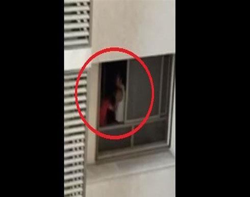 شاهد : فيديو مسرّب لفنان لبناني يقوم بضرب امرأة وتعنيفها جسدياً!