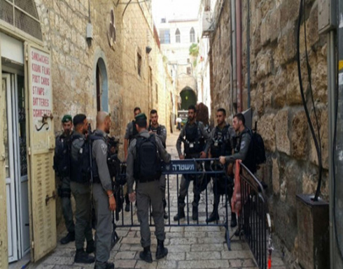 شاهد : قوات الاحتلال تقتل شاب بالقدس بزعم تنفيذه عملية طعن