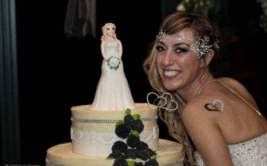 عروس تحتفل بزفافها في غياب العريس ..والسبب؟
