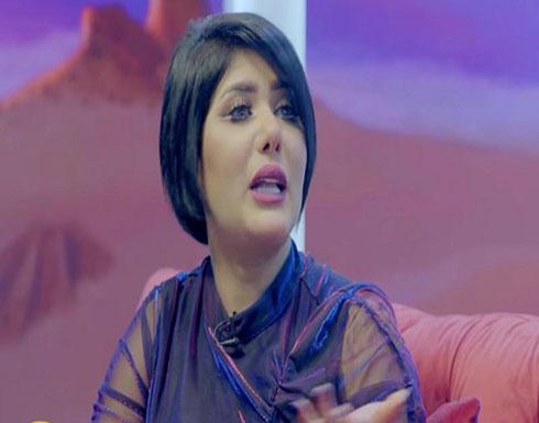 بالفيديو .. هروب ملاك على الهواء مباشرة حين ذكر اسم الفنانة بدرية أحمد