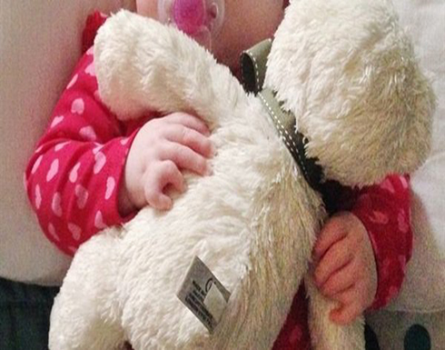 صور : مهددة بالعمى.. طفلة تولد بـ 24 إصبعا في حالة نادرة