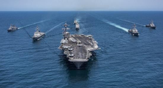 فقدان سبعة من طاقم مدمرة أمريكية بعد اصطدامها بسفينة