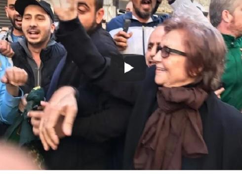 المناضلة جميلة بوحيرد تشارك في مظاهرات الجزائر (فيديو + صور)