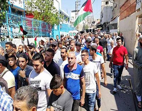 شاهد : إضراب في مخيمات الفلسطينيين بلبنان