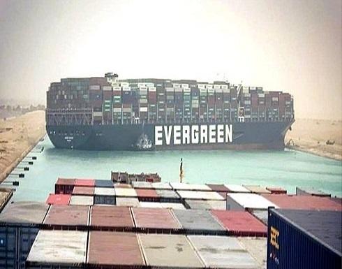 قناة السويس: تعليق جهود تعويم السفينة الجانحة خلال الليل واستئنافها صباح السبت