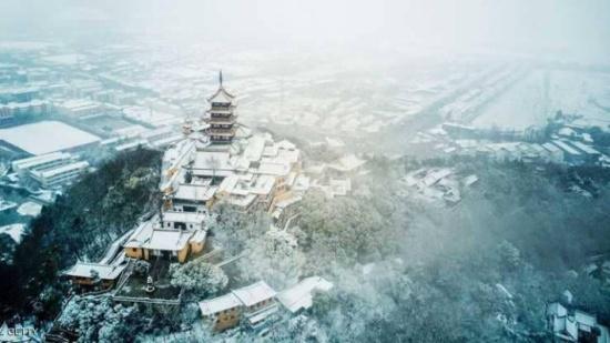 الثلوج تعطل النقل البري والجوي في الصين