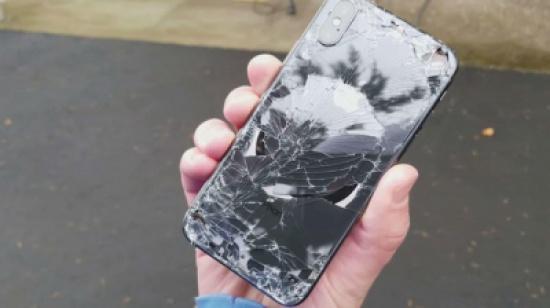 فيديو مؤلم لأغلى هواتف آبل.. لن تصدق ما حل بأيفون X