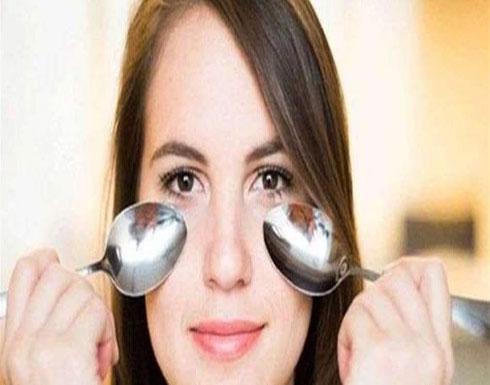 ملعقة تزيل الإنتفاخ والهالات تحت العينين.. كيف؟