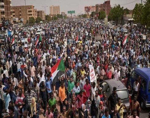 """عام على الحراك السوداني.. آمال تحققت وأخرى """"على الطريق"""""""