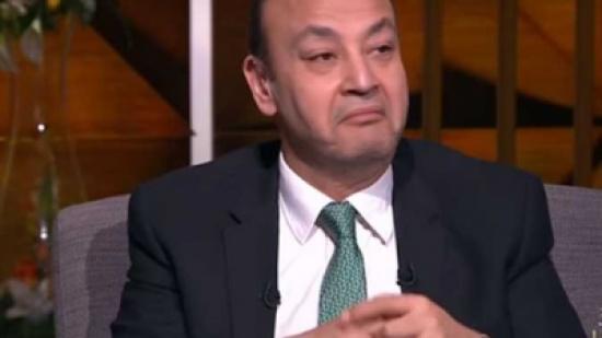 """عمرو أديب يسخر من فنانة شهيرة: """"شبه واحد صاحبي"""""""