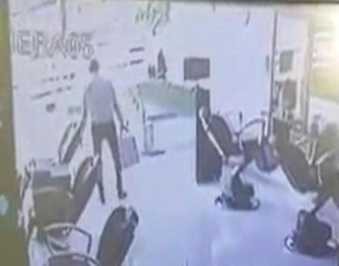 """فيديو للص """"سيئ الحظ"""".. سرق محلا بمصر وسقط جثة عند بابه"""