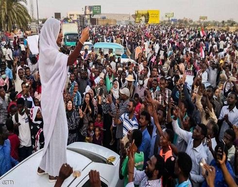 """محتجو السودان: لن نفض الاعتصام قبل """"تسليم السلطة"""""""
