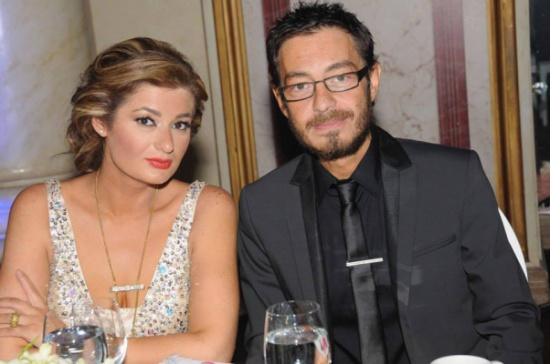 بالفيديو - موقف مضحك بين أحمد زاهر وزوجته على الهواء.. شاهدوا ما حصل